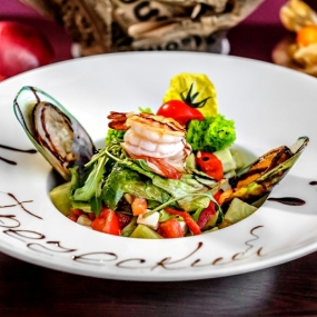 Греческий салат с морепродуктами