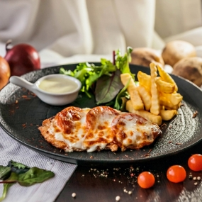 Куриное филе с помидором  и сырным соусом